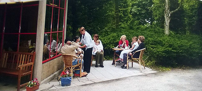 Foto van het terras van het theehuis op Selwerderhof